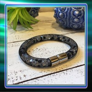Jewelry - 1 HP Black Mesh Bracelet with gems inside